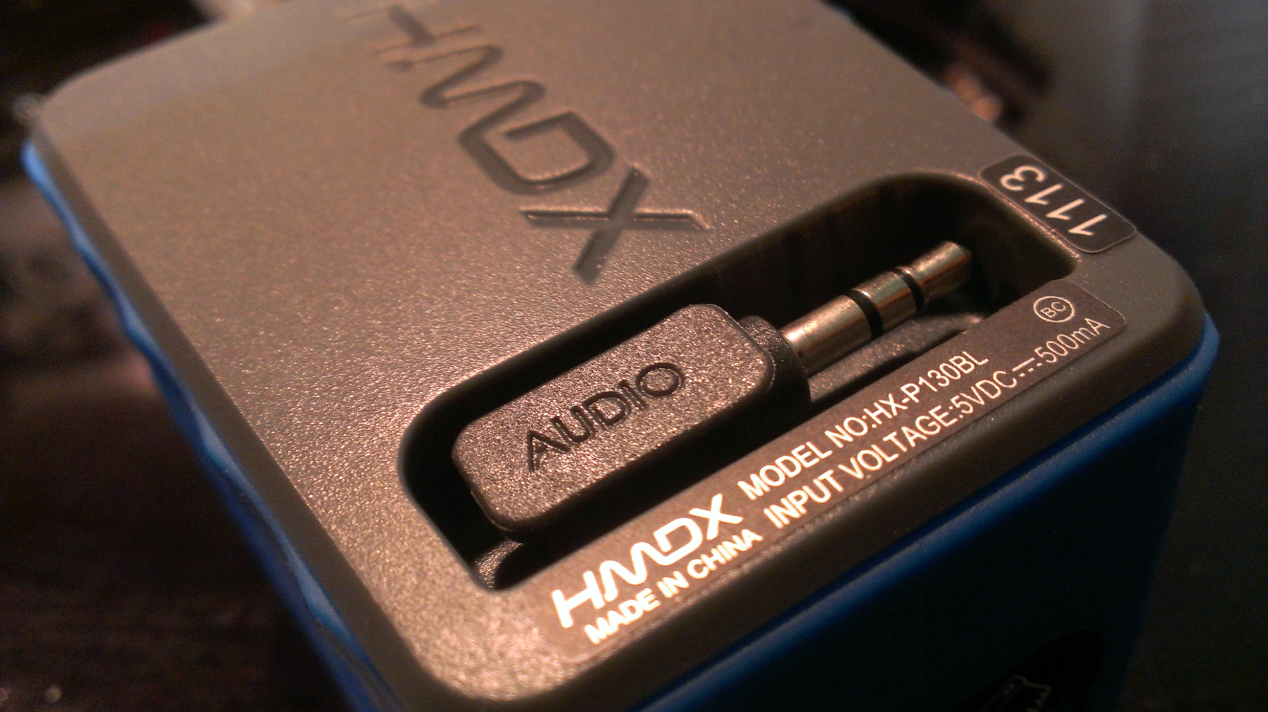 HMDX Burst retractable audio cable